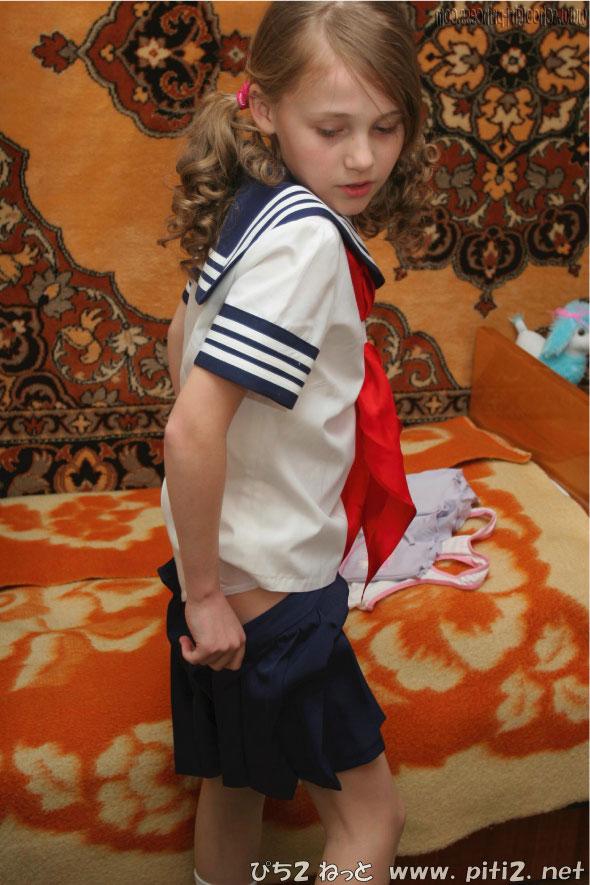 【外国人エロ画像】海外の女性が着るセーラー服のコスプレ感とエロさwww 22