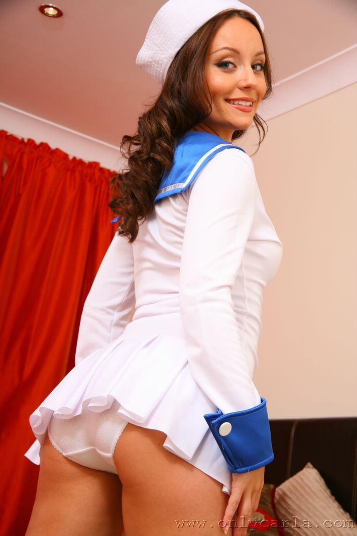 【外国人エロ画像】海外の女性が着るセーラー服のコスプレ感とエロさwww 29