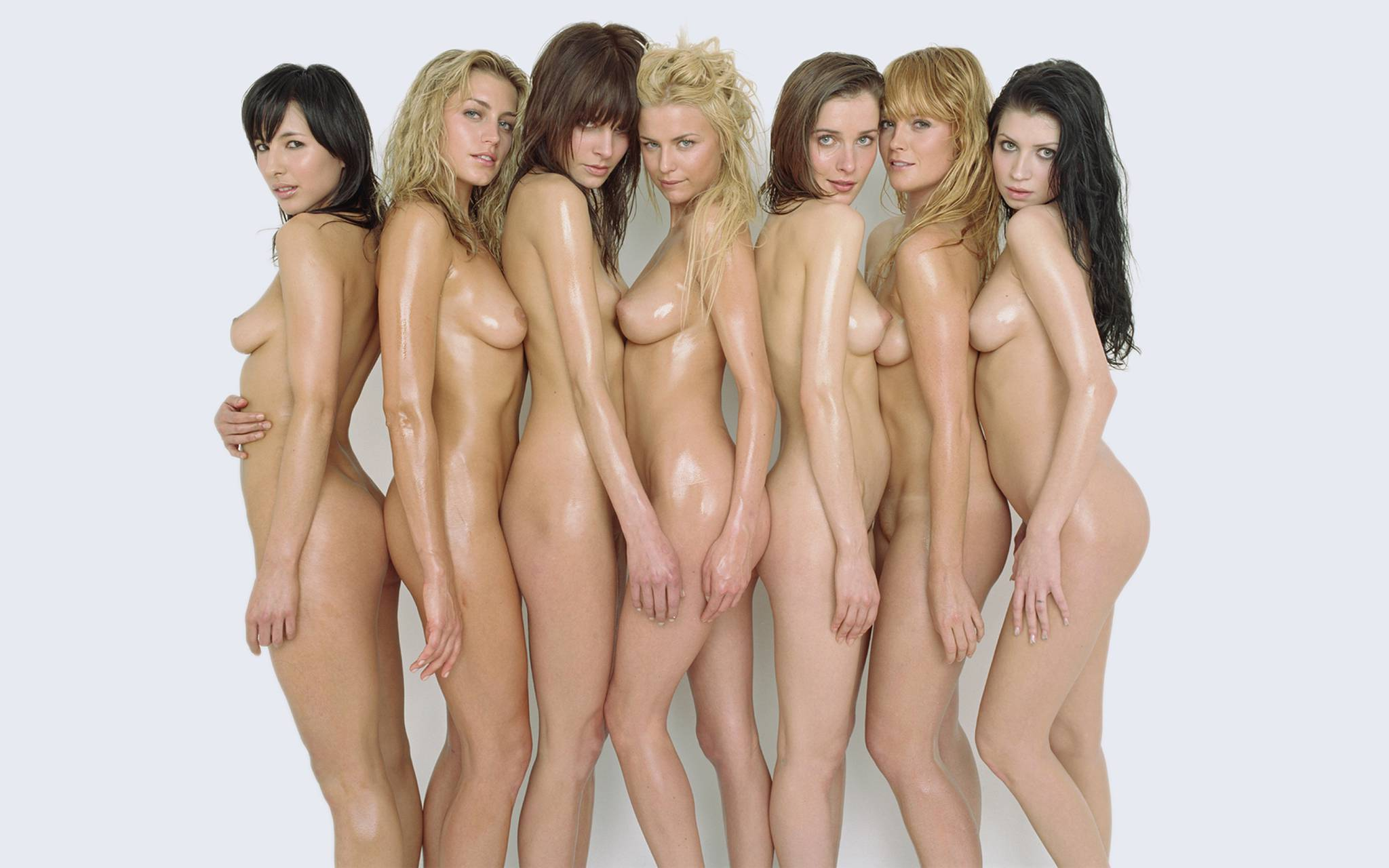 【複数ヌードエロ画像】全裸のお姉ちゃんが並んで立ってるだけで幸せになれるwww 11