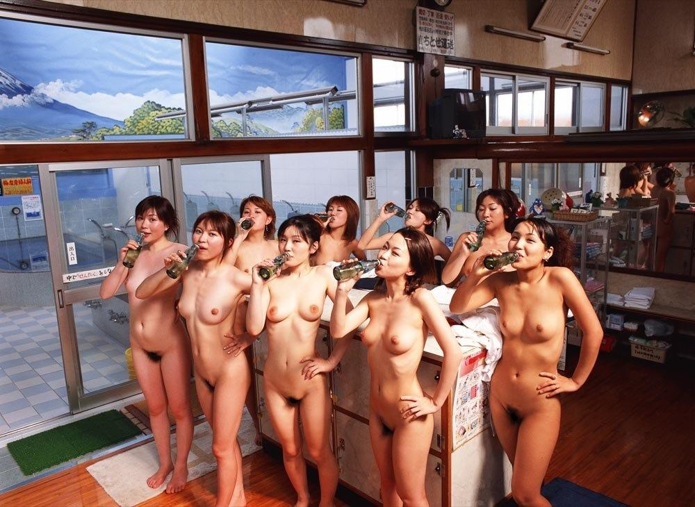 【複数ヌードエロ画像】全裸のお姉ちゃんが並んで立ってるだけで幸せになれるwww 13