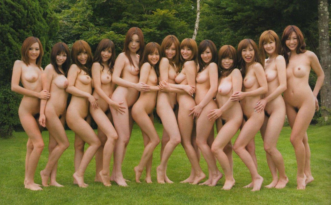 【複数ヌードエロ画像】全裸のお姉ちゃんが並んで立ってるだけで幸せになれるwww 16