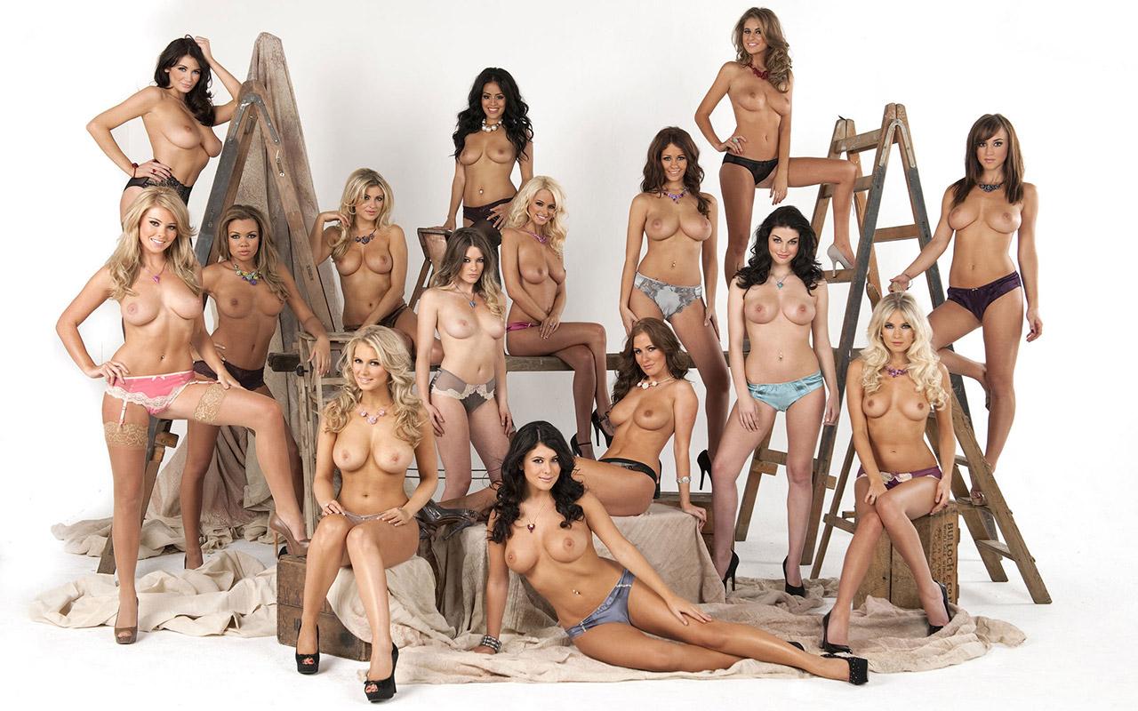 【複数ヌードエロ画像】全裸のお姉ちゃんが並んで立ってるだけで幸せになれるwww 23