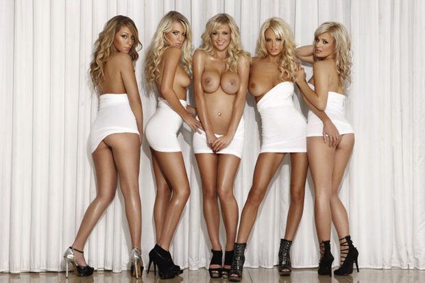 【複数ヌードエロ画像】全裸のお姉ちゃんが並んで立ってるだけで幸せになれるwww 24