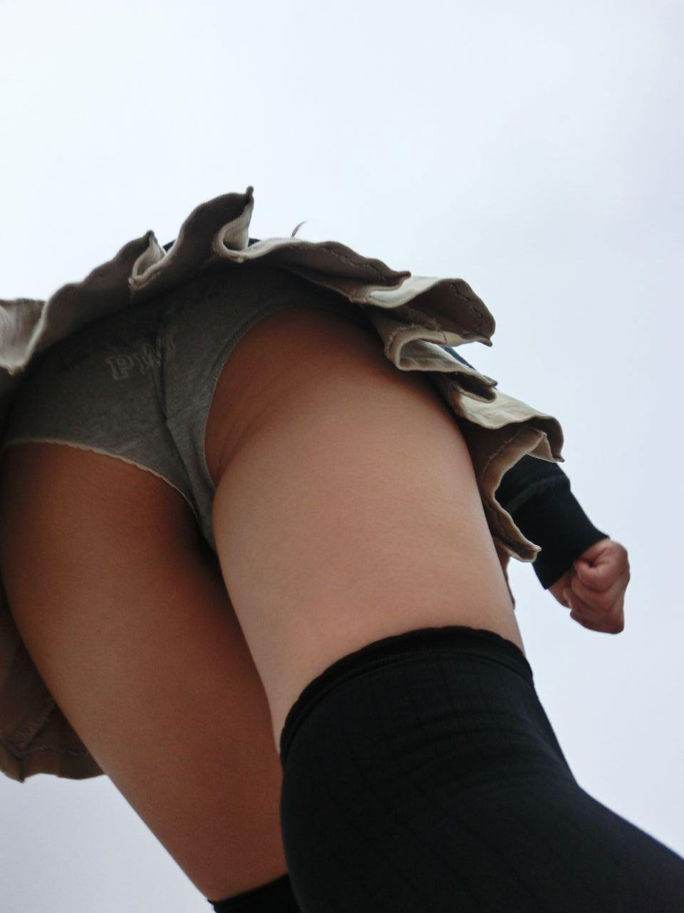 【パンチラエロ画像】素人系じゃないパンチラの方が細かいこと気にせず興奮できる件www 04