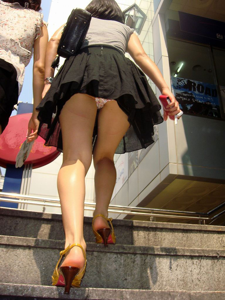 【パンチラエロ画像】こんな可愛いパンティーを街で見せられたら、もう無理www 19