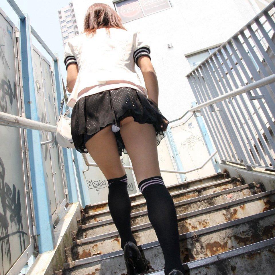 【パンチラエロ画像】こんな可愛いパンティーを街で見せられたら、もう無理www 23