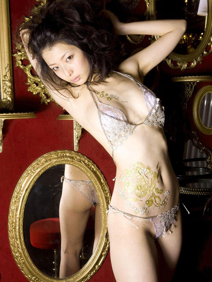 【下着エロ画像】ただの下着ヌードなのにやたらとエロいスタイル抜群の美女まとめ! 36