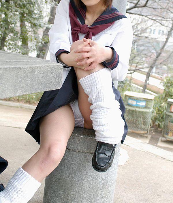 【制服エロ画像】JKコスしてブラジャーやパンティーを見せてくるとか反則www 09