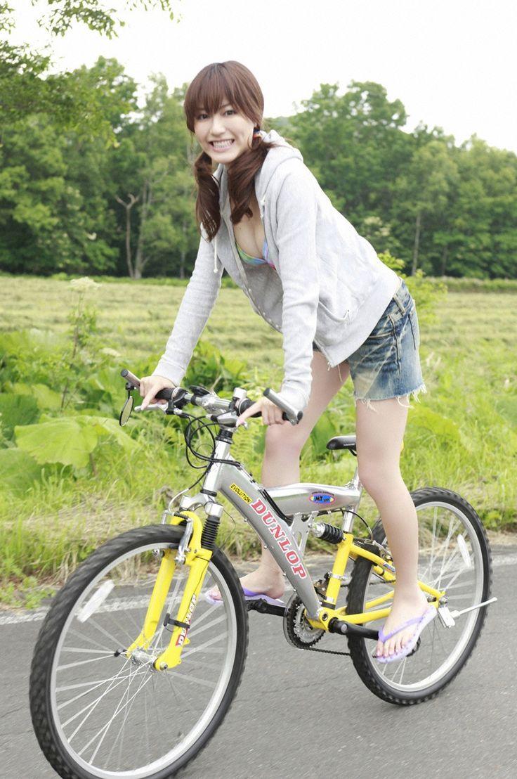 【自転車エロ画像】ただただ自転車に乗っている女の子が可愛いというだけの画像まとめ! 03