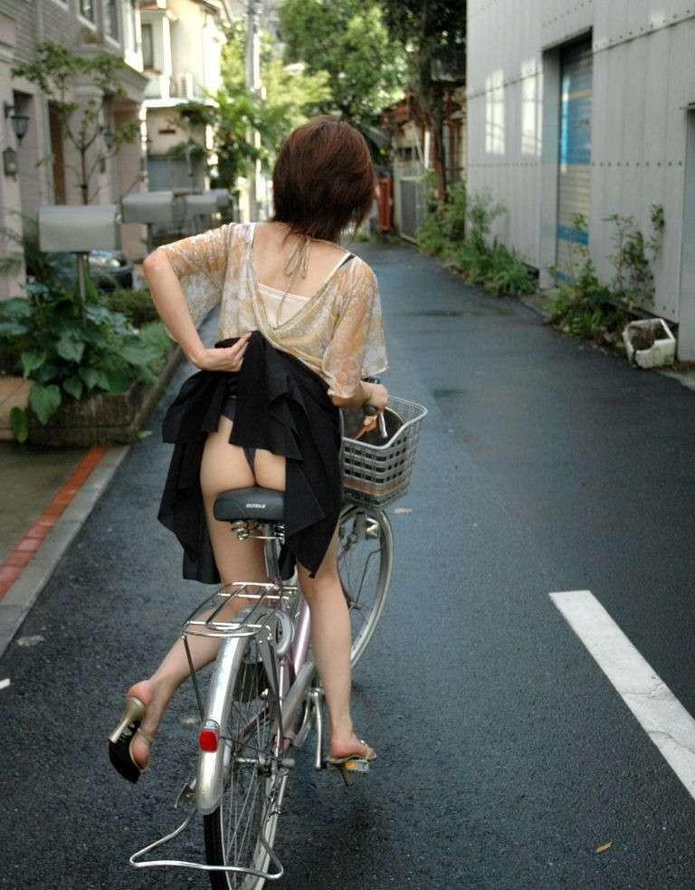 【自転車エロ画像】ただただ自転車に乗っている女の子が可愛いというだけの画像まとめ! 11