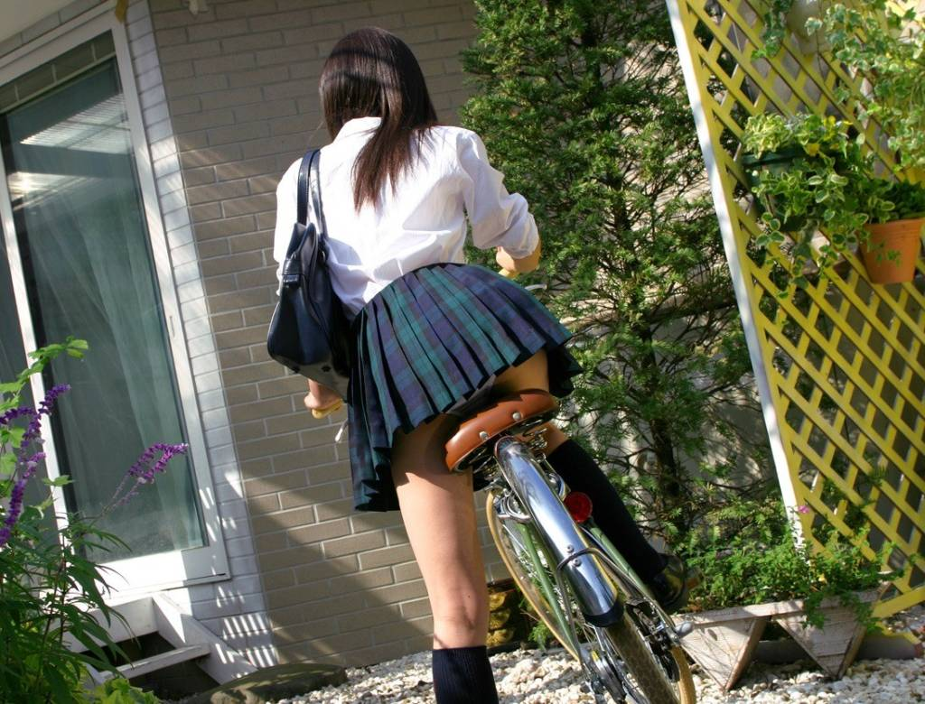 【自転車エロ画像】ただただ自転車に乗っている女の子が可愛いというだけの画像まとめ! 25
