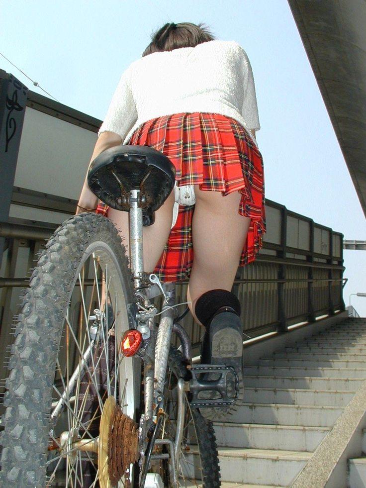 【自転車エロ画像】ただただ自転車に乗っている女の子が可愛いというだけの画像まとめ! 27
