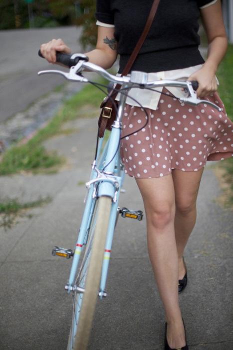 【自転車エロ画像】ただただ自転車に乗っている女の子が可愛いというだけの画像まとめ! 30