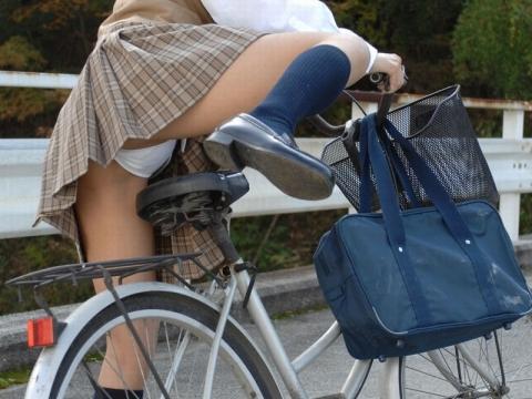 【自転車エロ画像】ただただ自転車に乗っている女の子が可愛いというだけの画像まとめ! 31