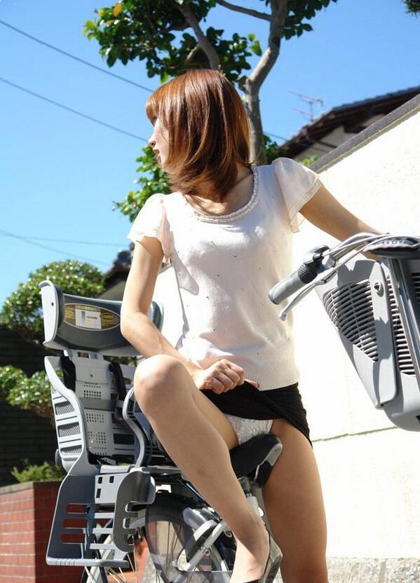 【自転車エロ画像】ただただ自転車に乗っている女の子が可愛いというだけの画像まとめ! 32