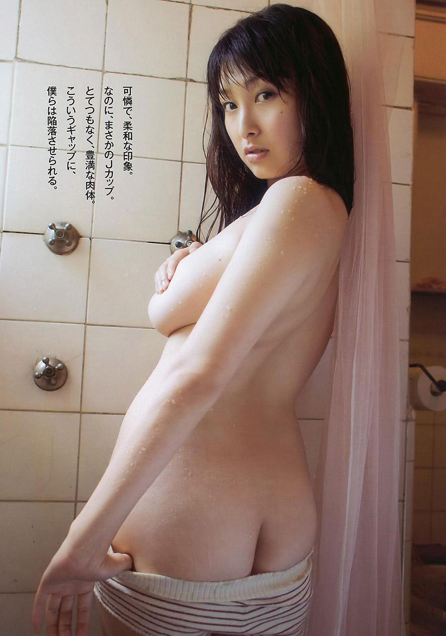 【半脱ぎエロ画像】脱衣途中で微妙に隠されているお尻と脱ぎかけパンティーのエロさwww 21