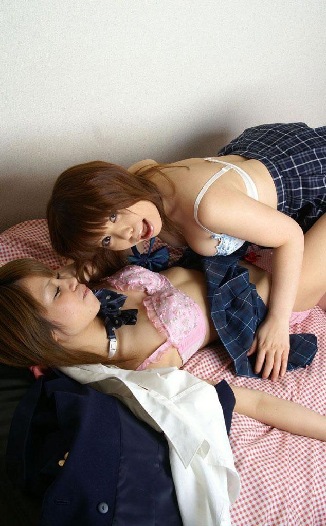【レズエロ画像】女の子同士で気持ちよさそうにしている美しい百合画像まとめ! 32