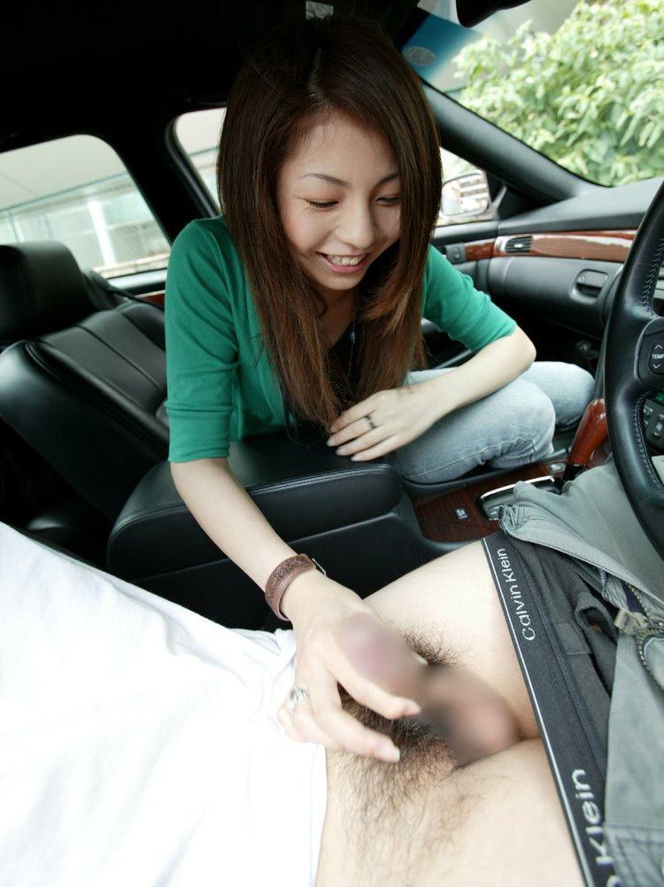【車内エロ画像】ラブホ代がないからするんじゃない!カーセックスが好きなんだ! 09