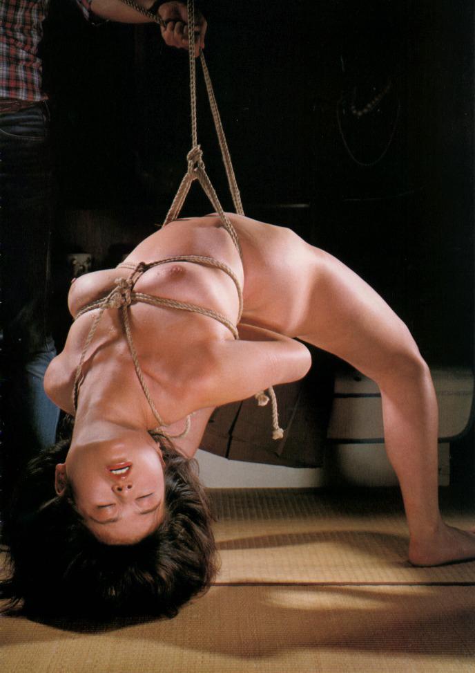 【緊縛エロ画像】ドMな彼女ができたときのために緊縛画像で勉強しておこう! 10