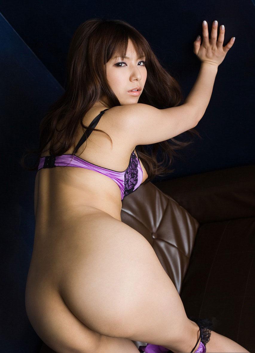 【突き出しエロ画像】お尻をプリっとした感じで撮影したいときは突き出し気味にするといいよ! 14