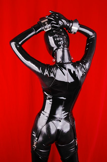 【ラバーエロ画像】ラバースーツとか全身ラバーとかピッチリ系のコスチュームが好きな人に捧ぐ! 06