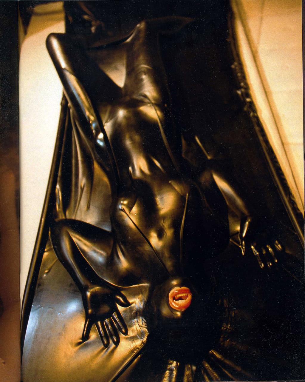 【ラバーエロ画像】ラバースーツとか全身ラバーとかピッチリ系のコスチュームが好きな人に捧ぐ! 51