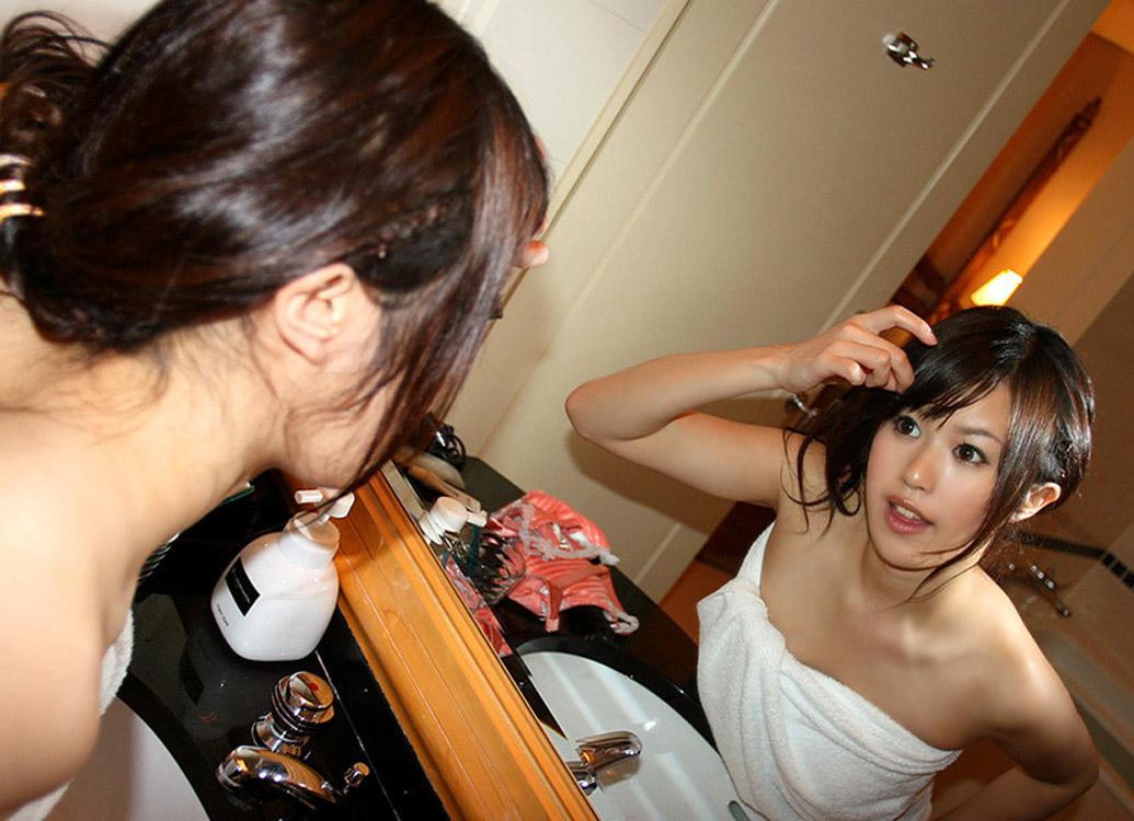 【バスタオルエロ画像】セックスのオーラをビンビンに発している女性たちwww 12