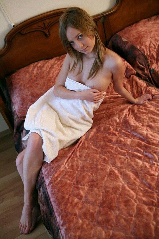 【バスタオルエロ画像】セックスのオーラをビンビンに発している女性たちwww 14