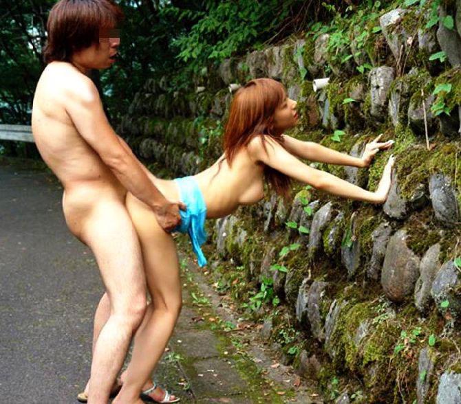 【バックエロ画像】後ろから突かれて腰が落ちそうになっている敏感なセックス画像まとめ! 17