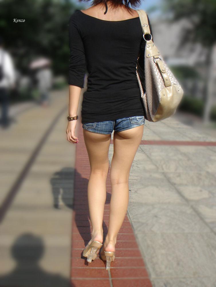 【短パンエロ画像】キワまでキワキワなショート丈のパンツが似合う子と付き合いたい! 06