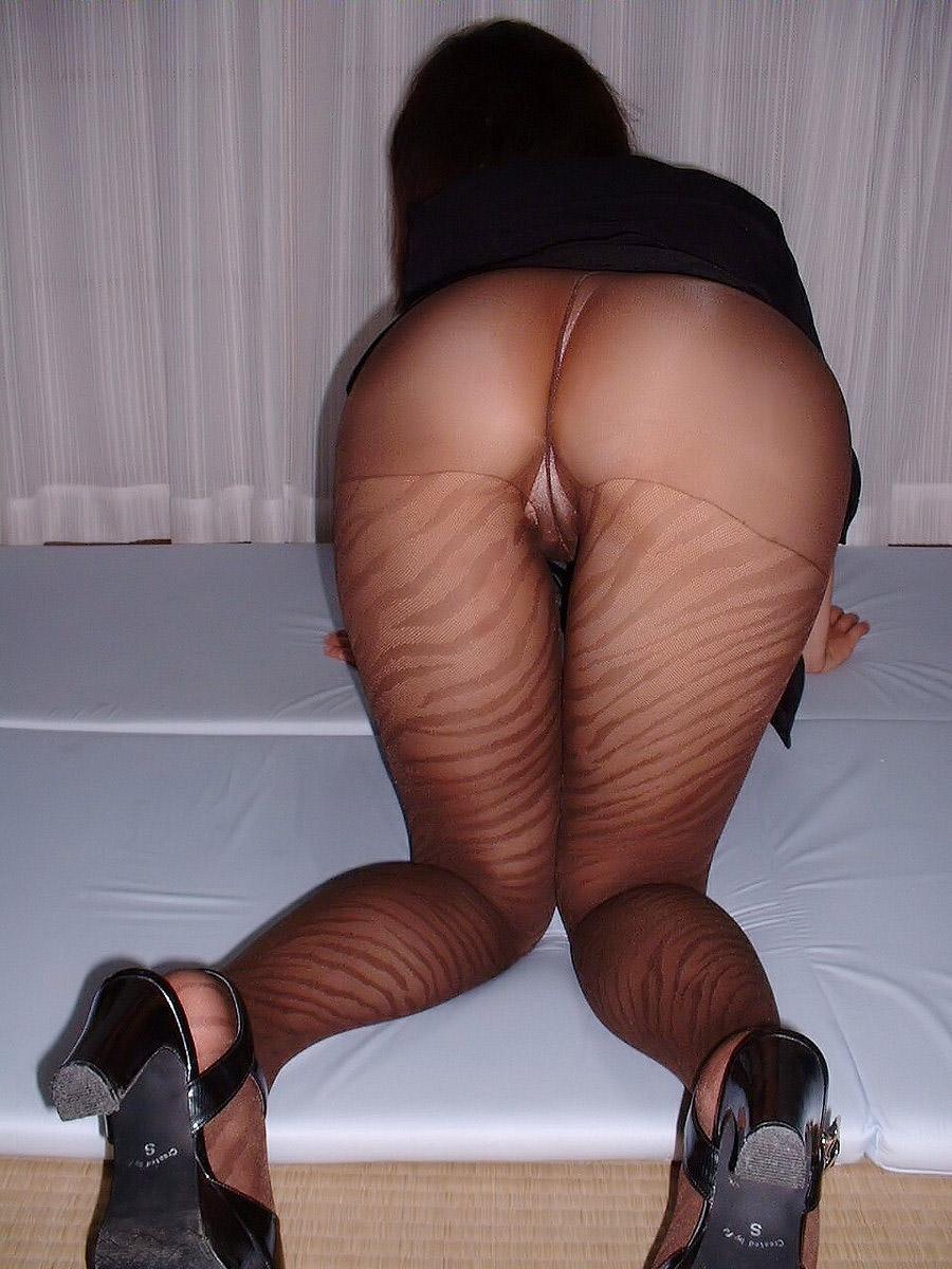 【パンストエロ画像】パンストに包まれた美尻がどのお尻よりも神秘的でエロいwww 09