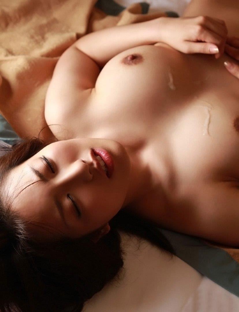 【事後エロ画像】セックス直後で光悦している精液かかった女の子がエロすぎるwww 18