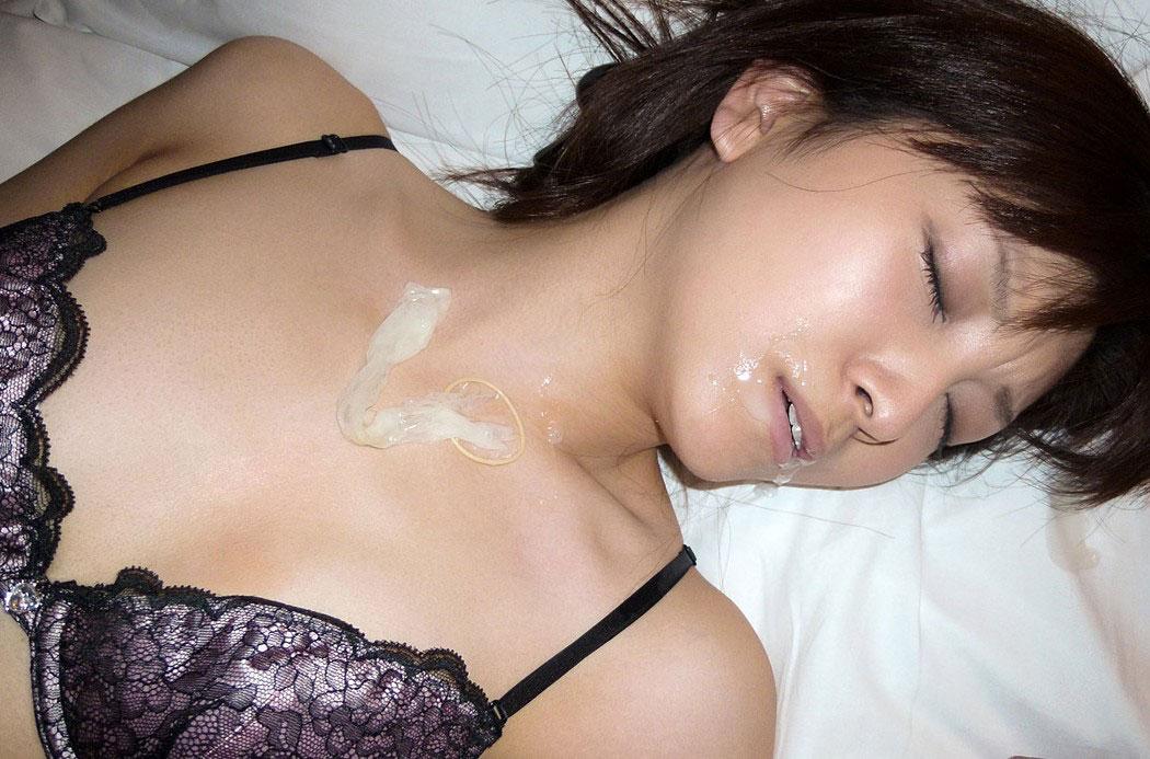 【コンドームエロ画像】使用後のコンドームを見ると女の子はテンションが上がるらしいwww 01