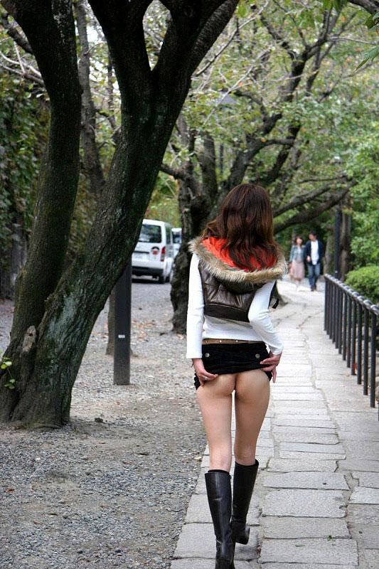 【野外露出エロ画像】もうちょっと暖かくなってきたら露出狂が出没しますよ! 27