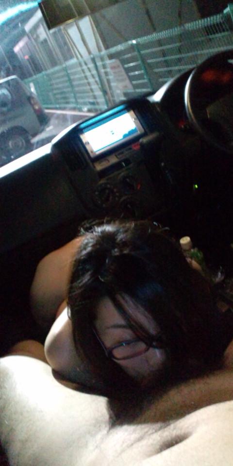 【カーセックスエロ画像】ワンボックスカーを買った理由は彼女とカーセックスするためでした! 06