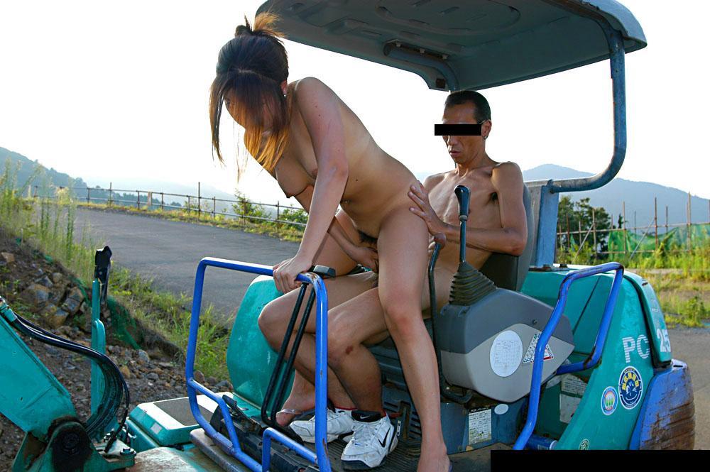 【カーセックスエロ画像】ワンボックスカーを買った理由は彼女とカーセックスするためでした! 16
