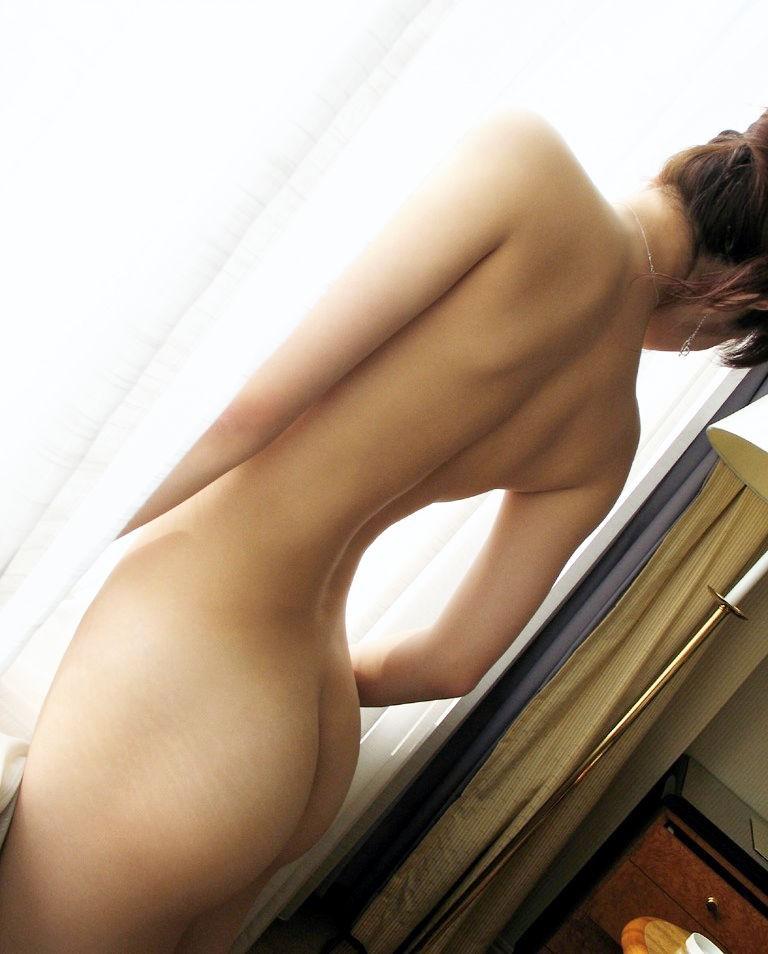【美尻エロ画像】アナルセックス願望が凄いから叩きたくなる系のお尻を落ち着いておくwww 08