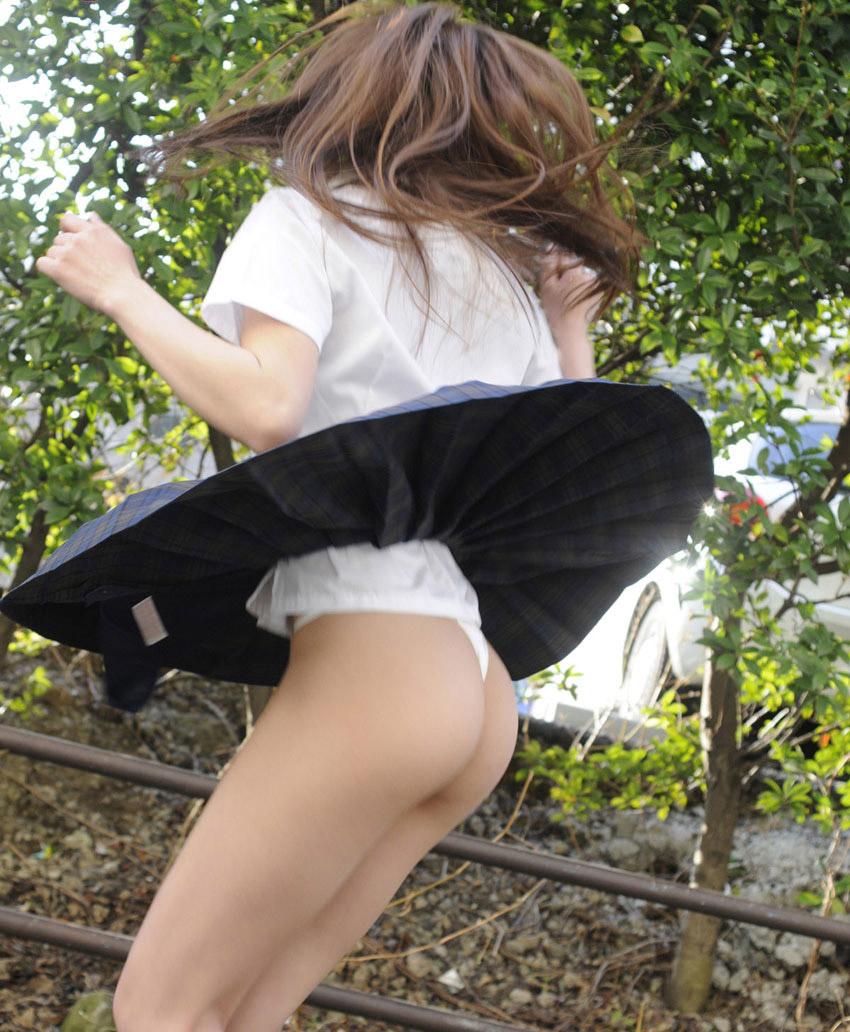 【美尻エロ画像】改めてお尻がわかるスレンダーだけど安産型な女性の美尻画像まとめ!