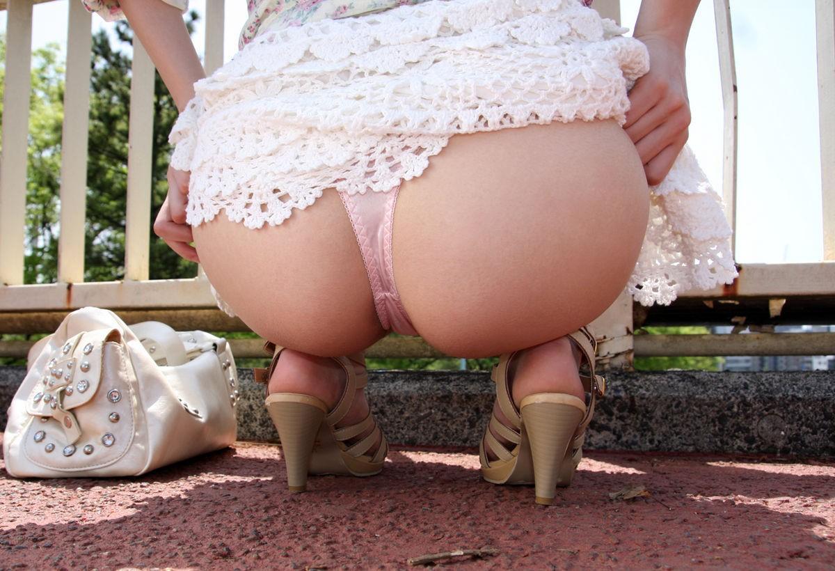 【美尻エロ画像】改めてお尻がわかるスレンダーだけど安産型な女性の美尻画像まとめ! 05
