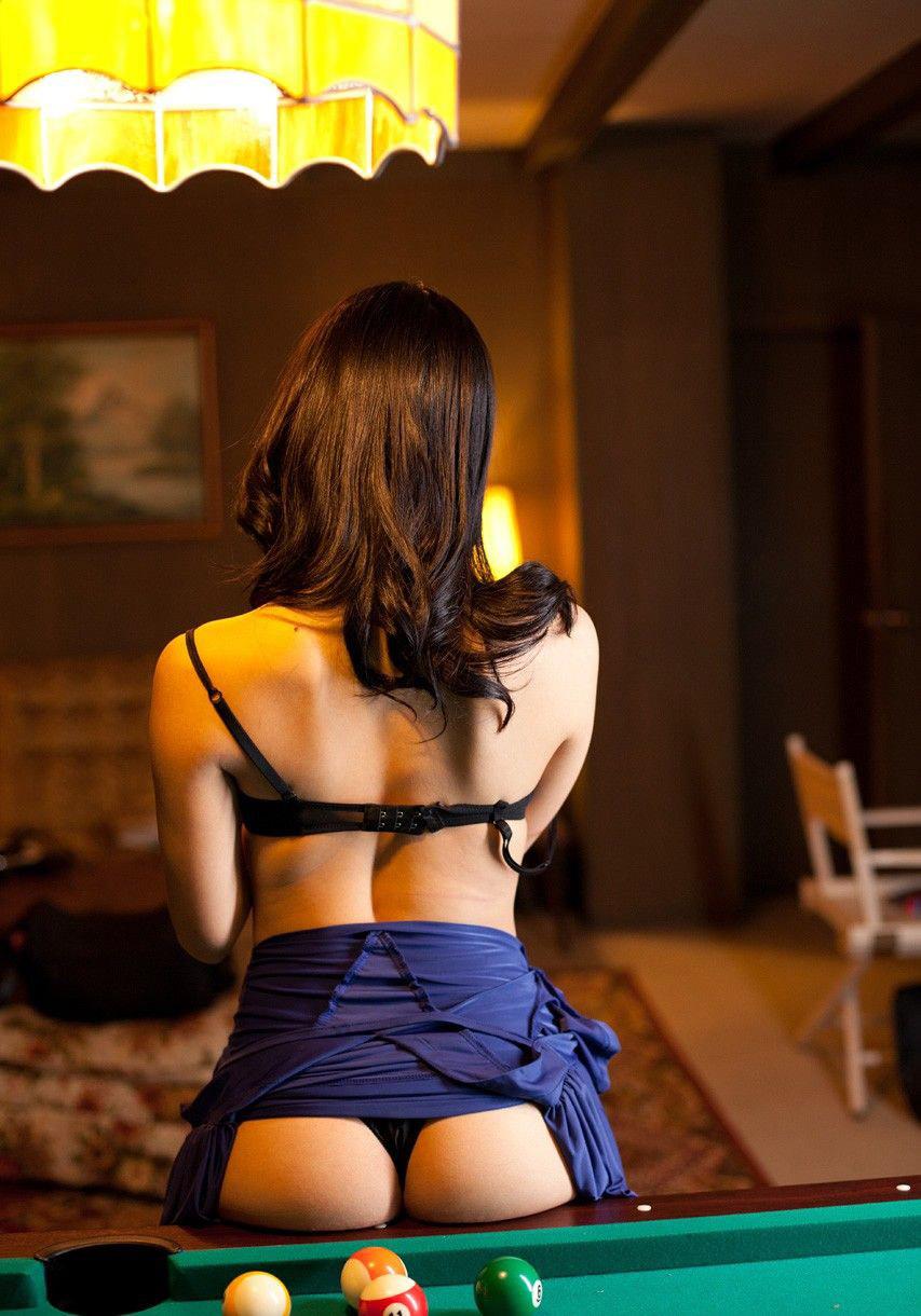 【美尻エロ画像】改めてお尻がわかるスレンダーだけど安産型な女性の美尻画像まとめ! 14
