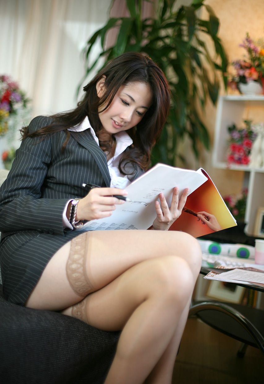 【太股エロ画像】膝枕してモフモフしたくなるムッチリ太ももまとめ! 14