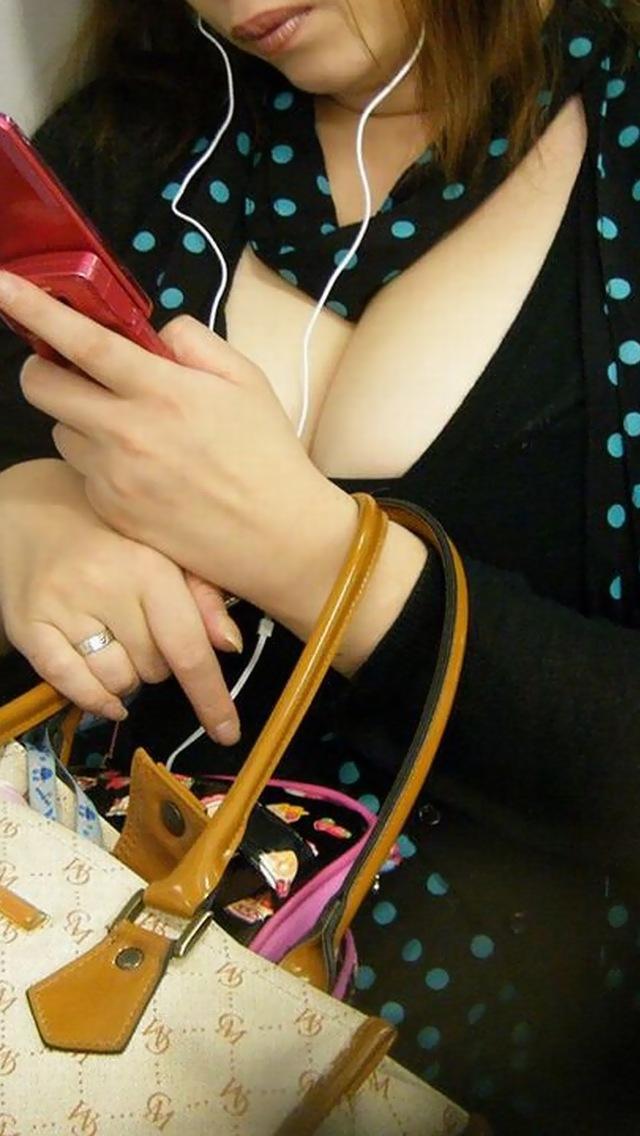 【谷間エロ画像】あと数ヶ月もすれば薄着の素人さんが街中に溢れると思うと胸熱www 08