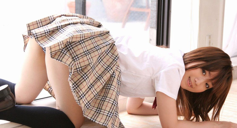 【パンチラエロ画像】お尻も一緒に楽しめてしまうのがプロのパンチラのいいところ! 33