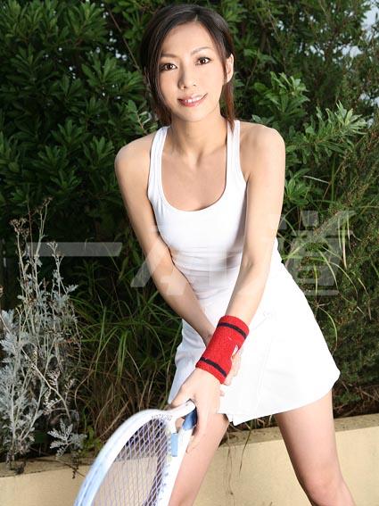 【コスプレエロ画像】テニスウェアの清純さにエロスを感じずにはいられないwww 01
