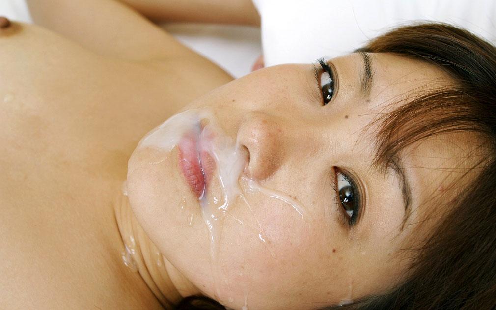 【事後エロ画像】セックスで汗ばんだ女性の身体をエロく彩る精液の白さと透明度www 10