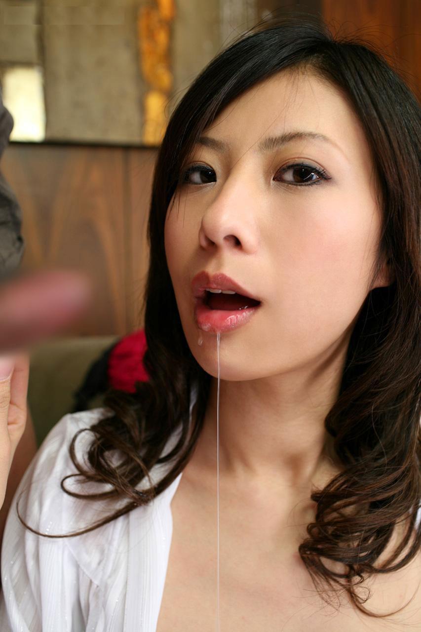 【唾液エロ画像】女の子の唾液を見て、フェラを想像するか、手コキを想像するか、どっち? 32