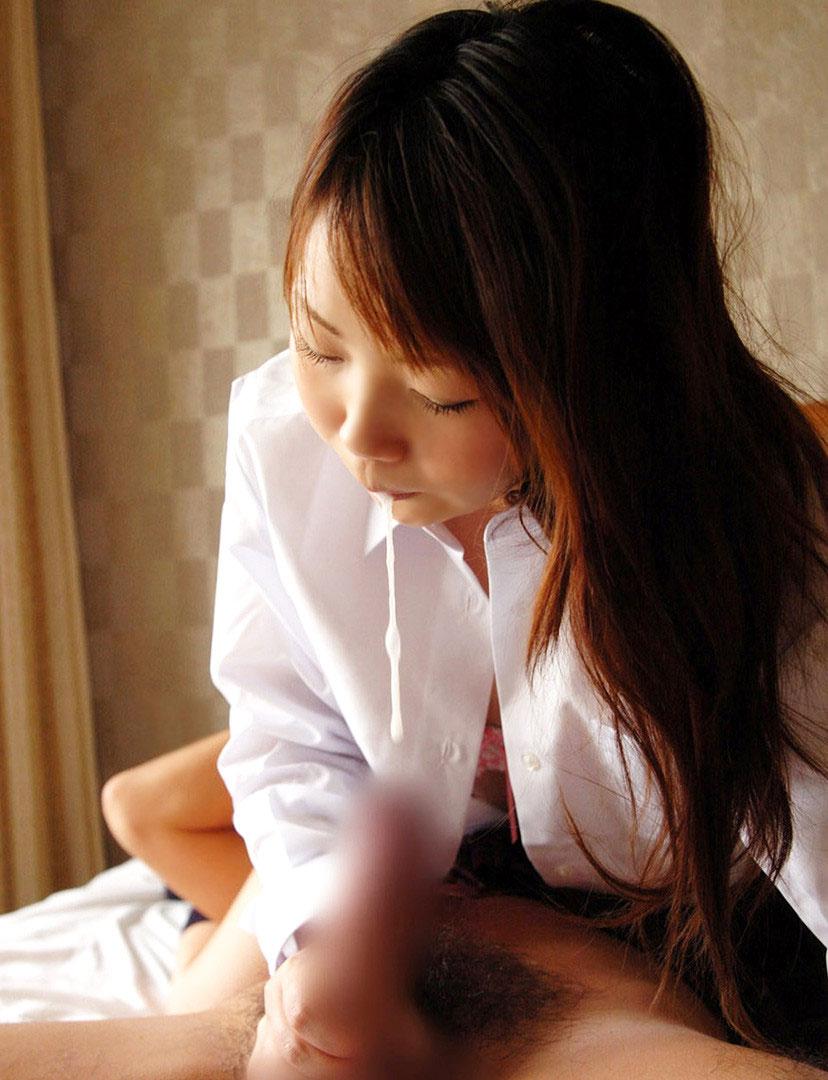 【唾液エロ画像】女の子の唾液を見て、フェラを想像するか、手コキを想像するか、どっち? 33