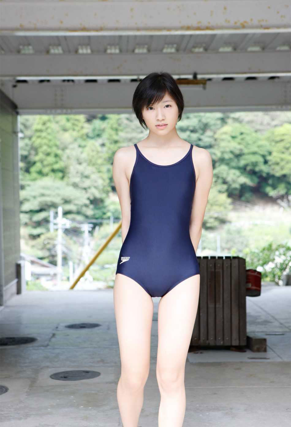 【スク水エロ画像】いつでも男を青春に戻してくれるスクール水着という魔性のアイテムwww 31