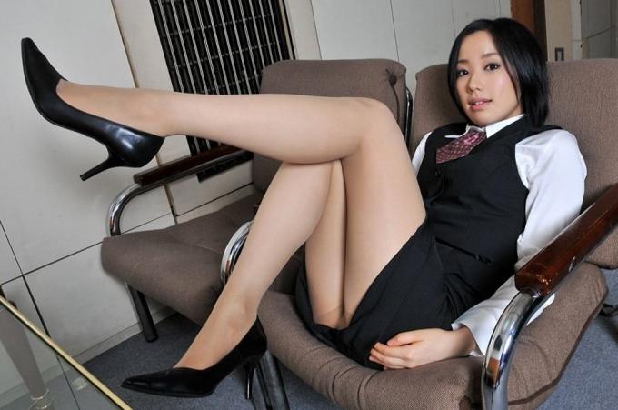 【OLエロ画像】スーツ姿の女性ってそれだけでエロく見えるよなwww