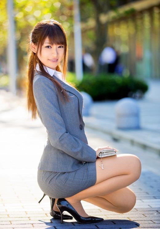 【OLエロ画像】スーツ姿の女性ってそれだけでエロく見えるよなwww 01
